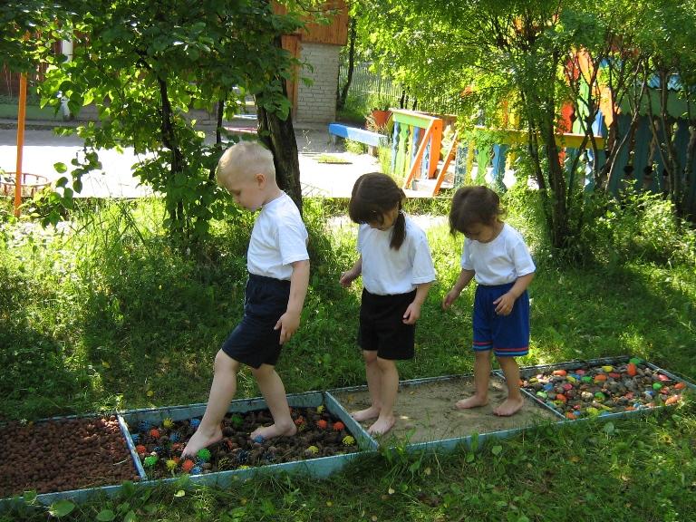 Дорожки здоровья в саду своими руками